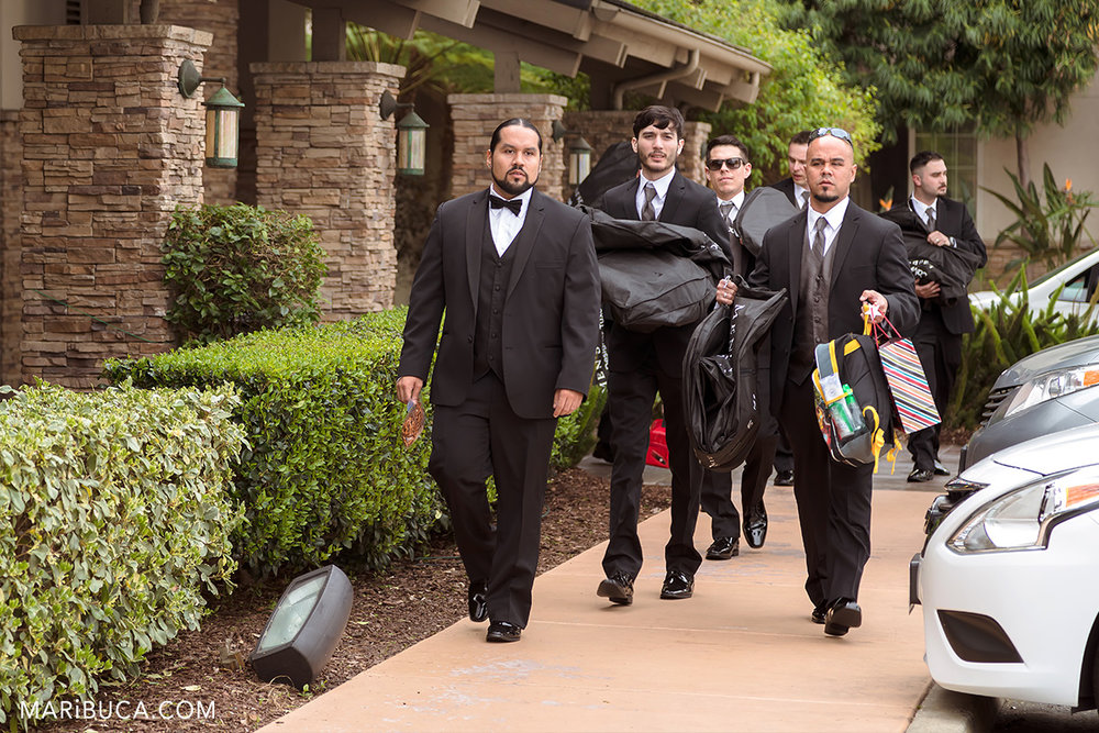 Groom and Groomsmen leaving the hotel and go to the Villa Ragusa Campbell.