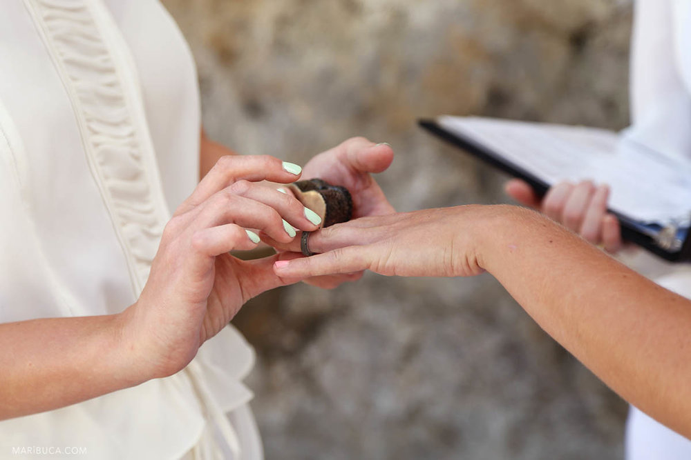 2 brides exchange wedding rings