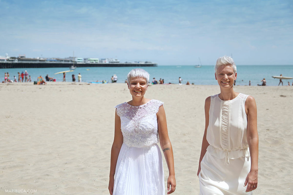 Wedding in the Cowell beach with two happy brides and adorable place and weather.