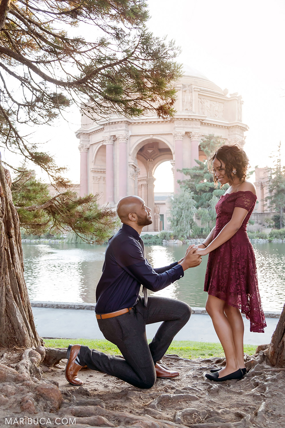 Will you marry me? Proposing beautiful and lovely couple in the San Francisco Engagement Palace of Fine Art