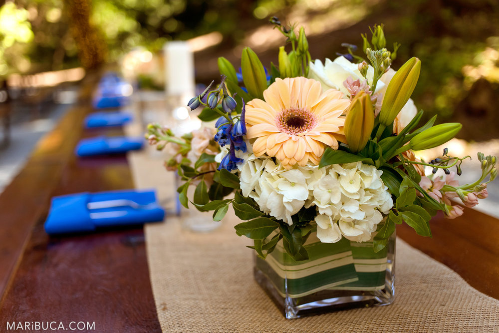 Tables Wedding decoration: blue napkins, beige table clothes in the Saratoga Springs Wedding.