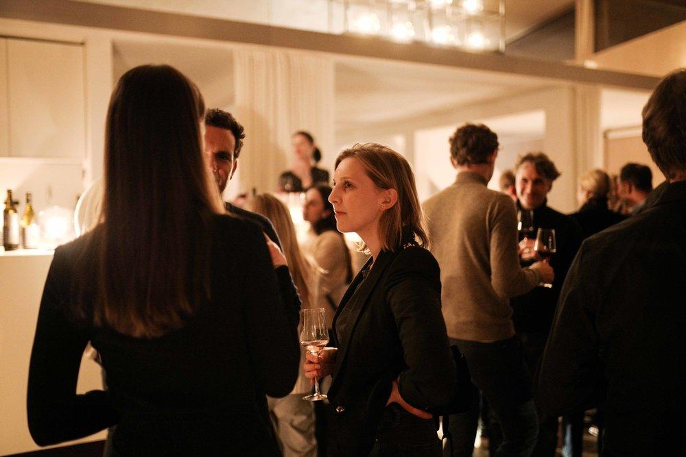 WINE & DINE - Nach dem Erfolg unseres gemeinsamen Wine Tastings, nehmen wir uns dieses Mal nicht nur die Nuancen auf und wollen die Weine begleiten, sondern das ganze in einem großen Menü vermählen. Thomas Diehl öffnet dafür nicht nur die Schatzkammer und holt die letzten Flaschen vom 2003er Weissburgunder trocken (im Barrique gereift) hervor, sondern stellt das neue Rosé Cuvée ELLIOT vor.bei Relish x Gaiser -Karte -Donnerstag, 28. März 2019 19:00 23:00tickets: relishxgaiser