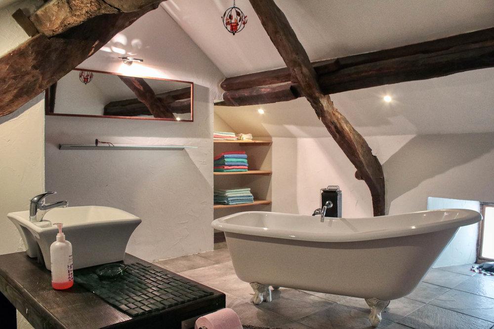 The stunning main bathroom
