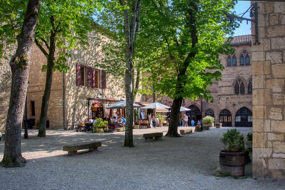 There are a number of cafe's and restaurants in Cordes-sur-Ciel