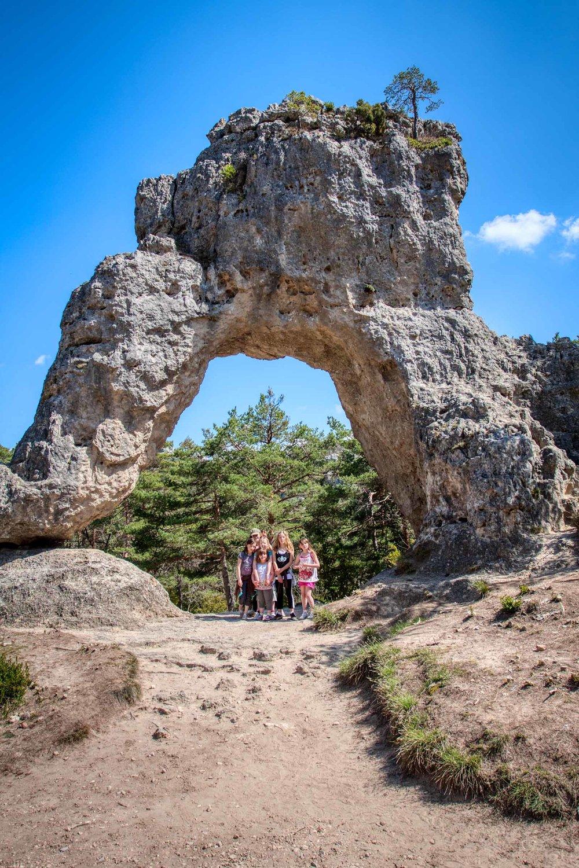 Montpellier le Vieux kids under the arch