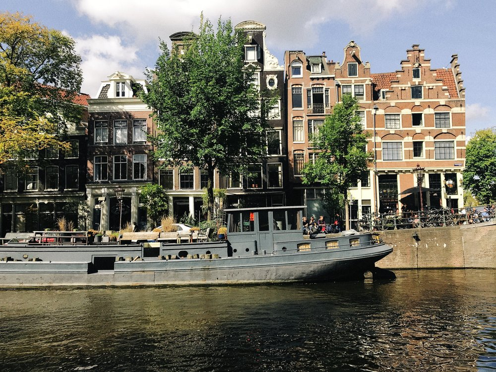 Canal houses in Amsterdam.jpg