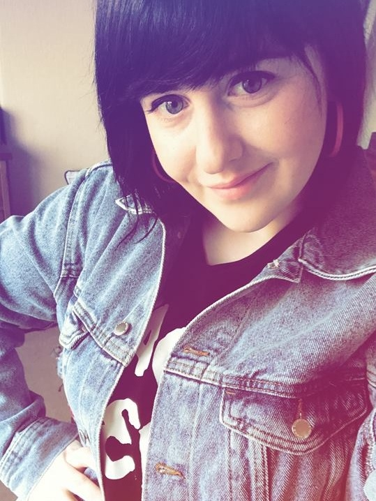 BILLIE KEATING Marketing Coordinator   Billie recently joined the Thought Bubble team but has been volunteering with us since 2016. This Yorkshire lass loves to read horror and fantasy comics and immerse herself in her creative writing. The graphic novel that started Billie's love for comics was the adaptation of Richelle Mead's 'Vampire Academy' with beautiful art by Emma Vieceli. Outside of TBF, Billie loves gaming be it digital or table-top, is a big horror-movie fan, a Whovian and slightly obsessed with Harry Potter...oh, who are we kidding there's no 'slightly' about it!