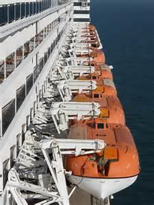 qm2-lifeboats