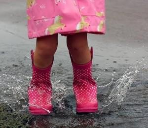 http://livingsunnysideup.blogspot.com/2010/05/39-splashing-in-puddles.html