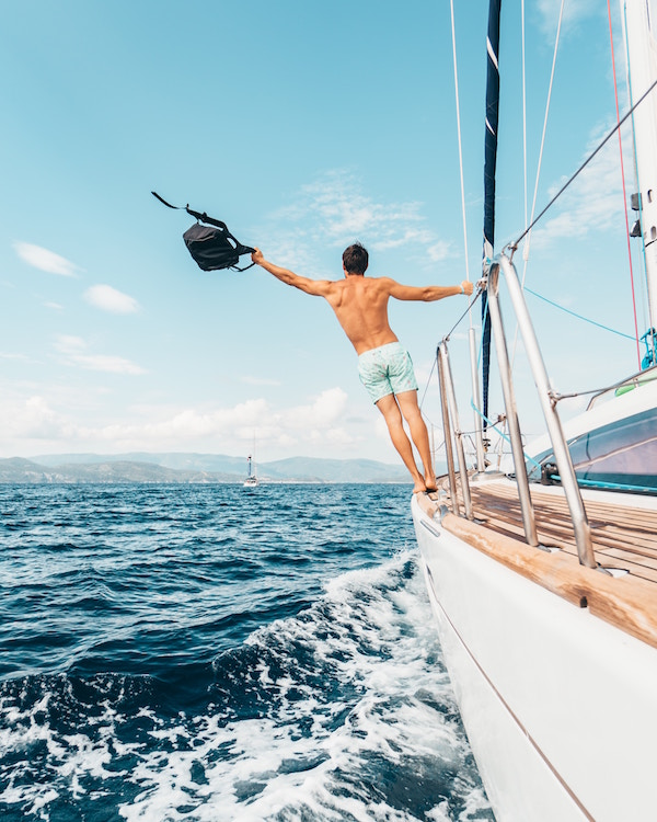 We'll help you out. - We love yachties, and we welcome you to Moorea.We provide concierge services for you and your crew, such as laundry, free wifi, and information on local attractions, hiking, shopping, food and more.