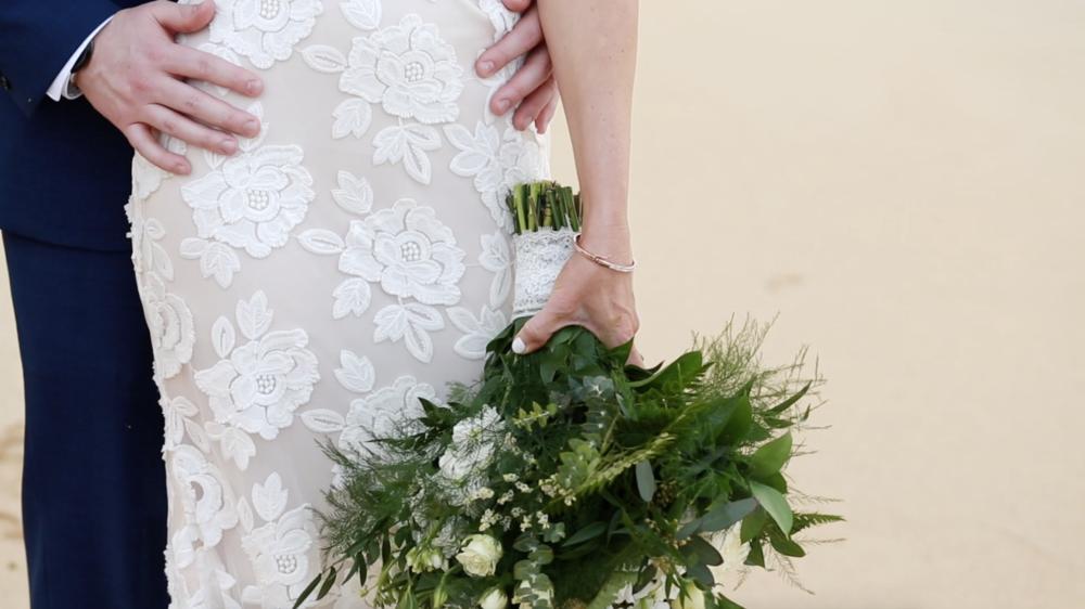 Boho wedding flowers // green and white