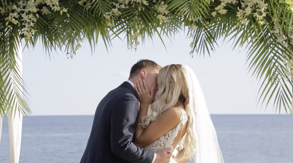 Hawaii destination wedding // First Kiss // Kauai