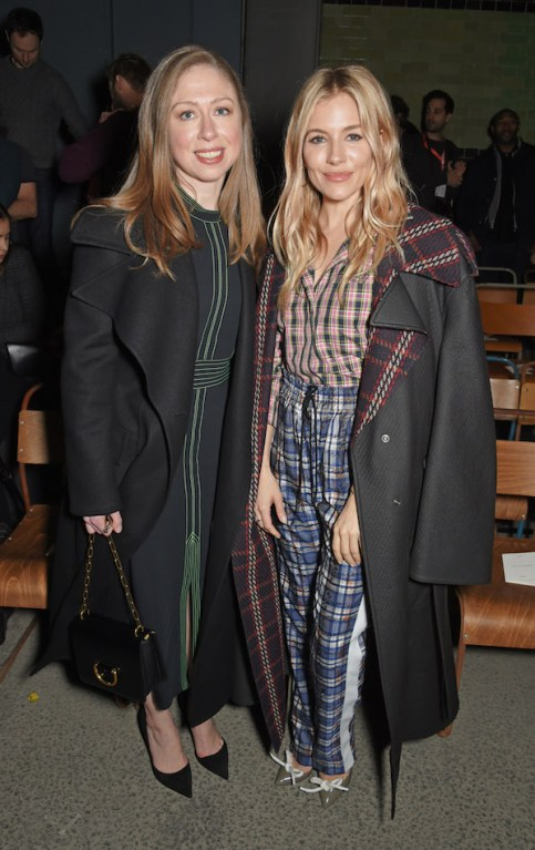 Chelsea-Clinton-and-Sienna-Miller-at-the-Burberry-February-2018-show.jpg