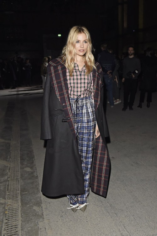 Sienna-Miller-wearing-Burberry-and-the-Burberry-February-2018-show_001.jpg