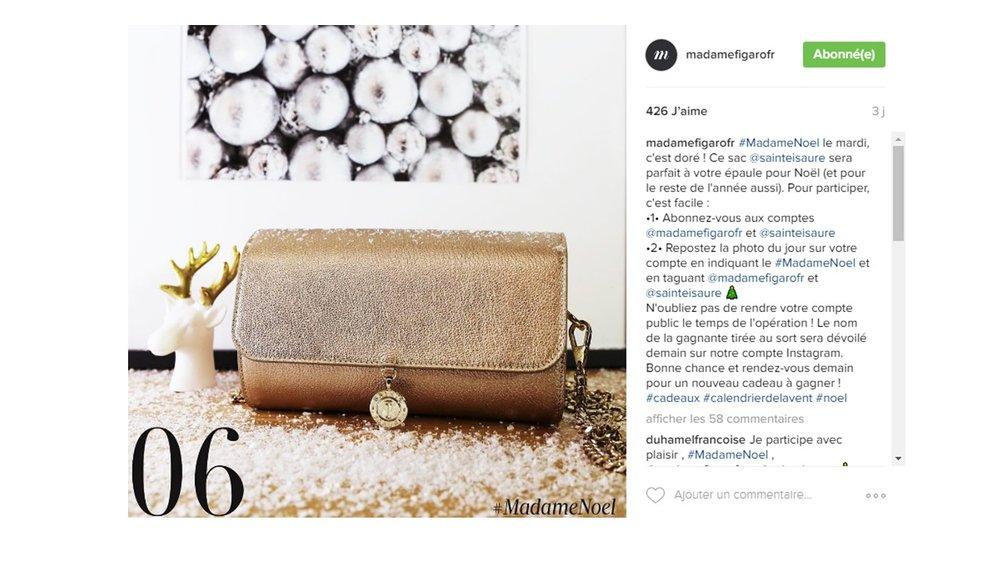 Décembre 2016 : Instagram @madamefigarofr – Renée chèvre doré dans le calendrier de l'Avent.