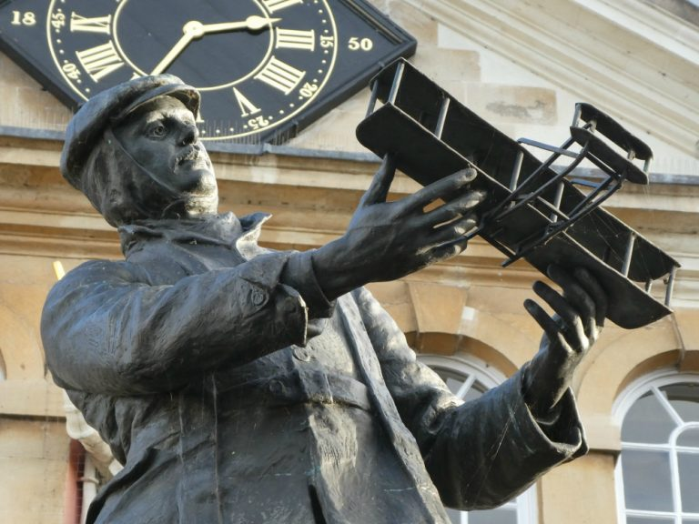 charles-rolls-memorial-in-monmouth-768x576.jpg