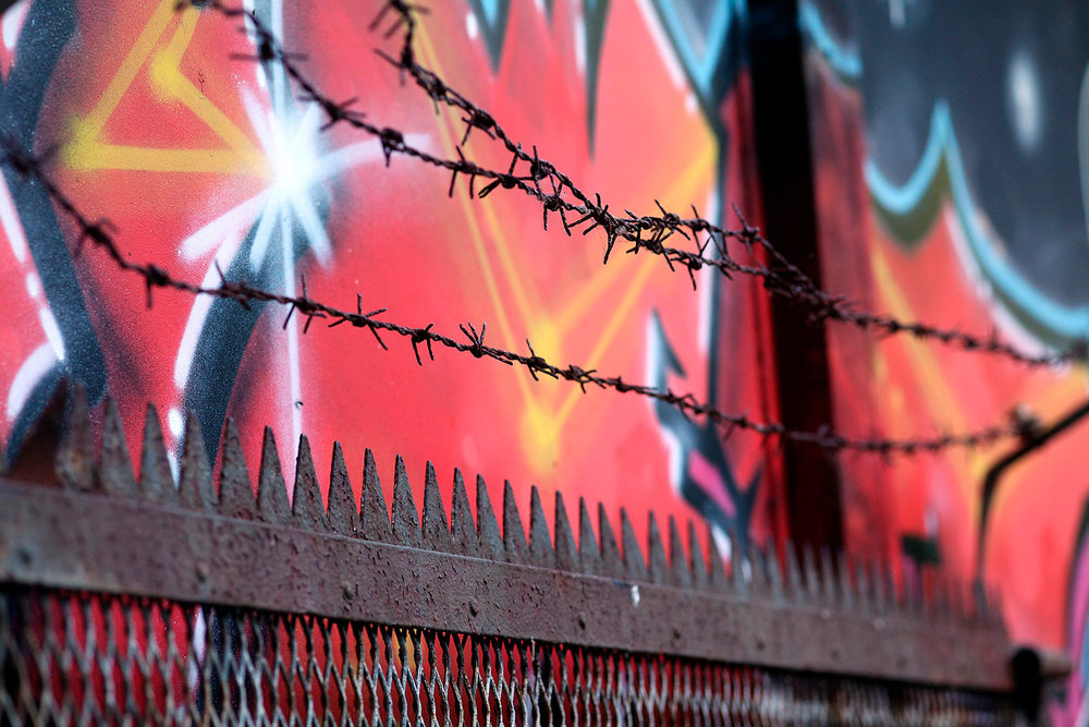 barbed-wire-946525_1920.jpg