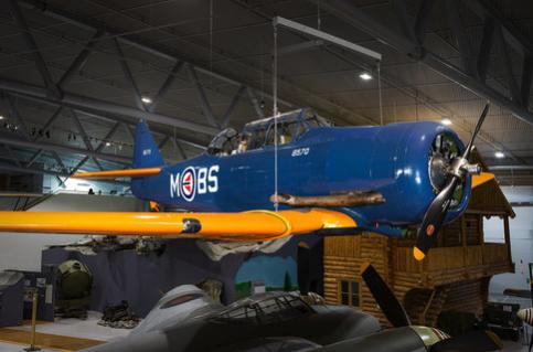 North American T-6/J Harvard -