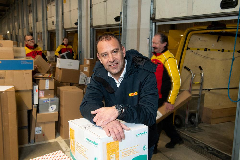 DHL Parcel en het WerkgeversServicepunt Westelijke Mijnstreek werken creatief samen om nieuwe geschikte medewerkers te vinden en te behouden. Hans Janssen, Terminal manager bij DHL, legt uit hoe dat in zijn werk gaat.