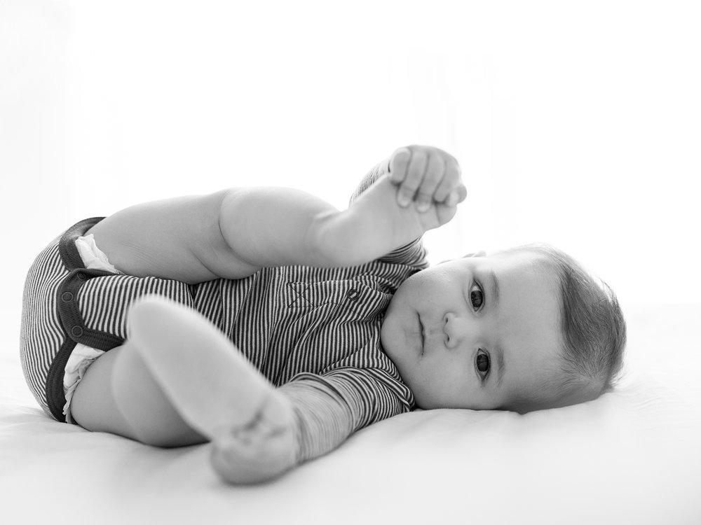 Ines-Aramburo-photographe-paris-nouveau-ne-lifestyle-seance-photo-famille-grossesse-photographer-newborn-maternity-51.jpg