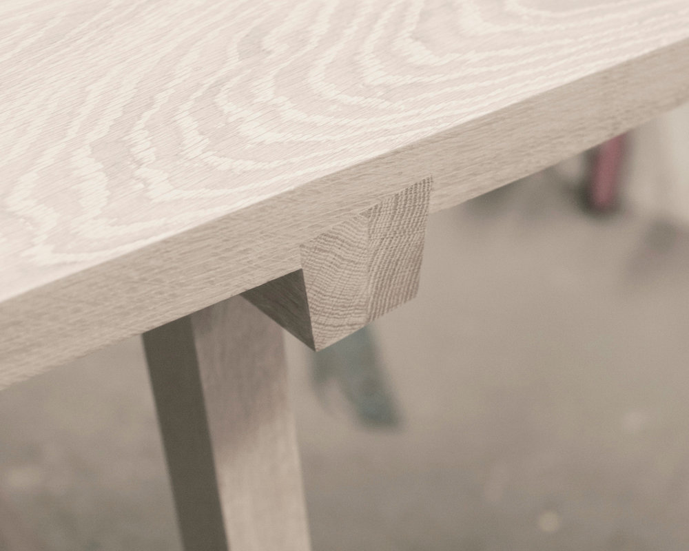 GRAT TABLE - Table with dovetail joint.