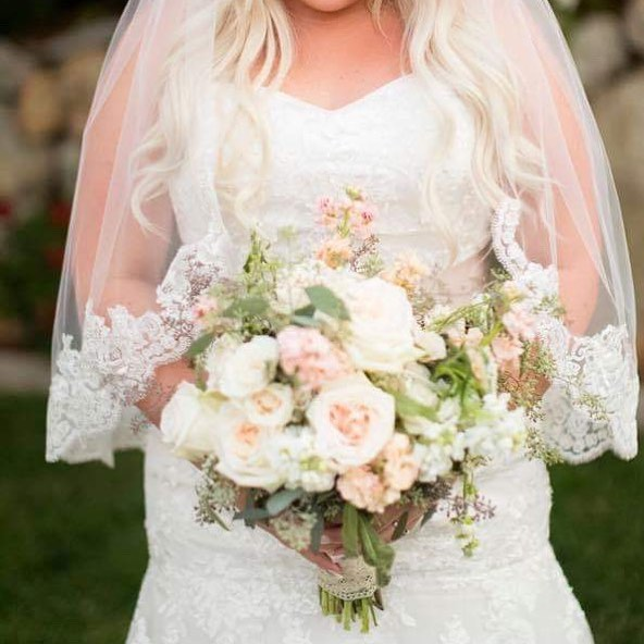 The softness of these colors next to this beautiful bride's lace veil! 😍😍😍 . . . . #ccandbout #utahweddings #affordablebouquets #weddingflowers #realflowerbouquets #affordable #custombouquet #bouquets #bout #corsages #theknot #weddingwire #utahweddingflowers #weddingflowersutah #saltlakecity #affordableweddingflowers #customweddingflowers #eventflorals #quinceañeras #flowersforevents #utahevents
