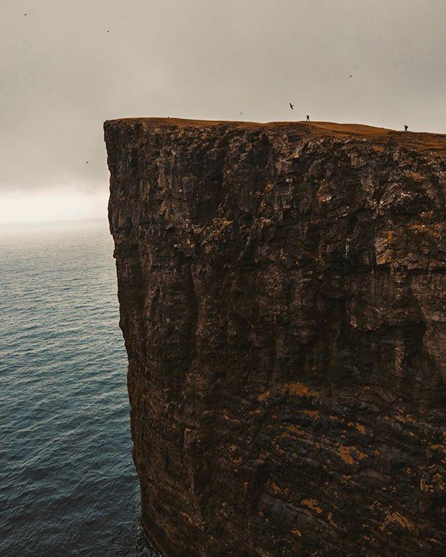 Adventure mode Faroe Islands, April 2018.⛰ #letsgosomewhere #travelphotography #packandgo #travel #destinationearth #canon_photos #livefolk  #ig_worldphoto #instagram #liveauthentic  #teamcanon #chasinglight #canonsverige #getoutdoors #traveltheworld #vsco #roamtheplanet #travelstroke  #moodygrams #aov #artofvisual #canonbringit #knowledgecottonapparel