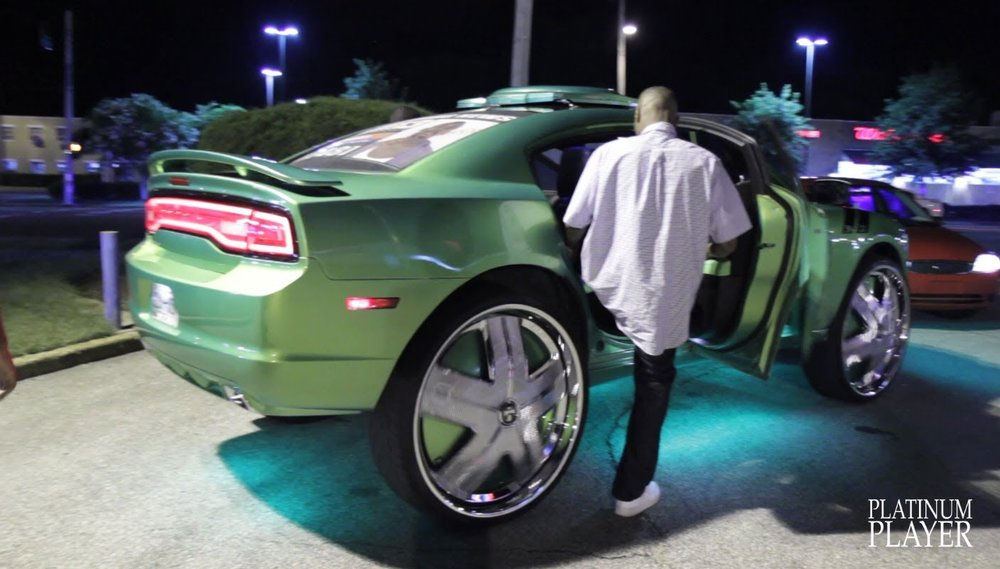 https://www.legendarylist.com/dodge-charger-with-amazing-32-inch-wheels/