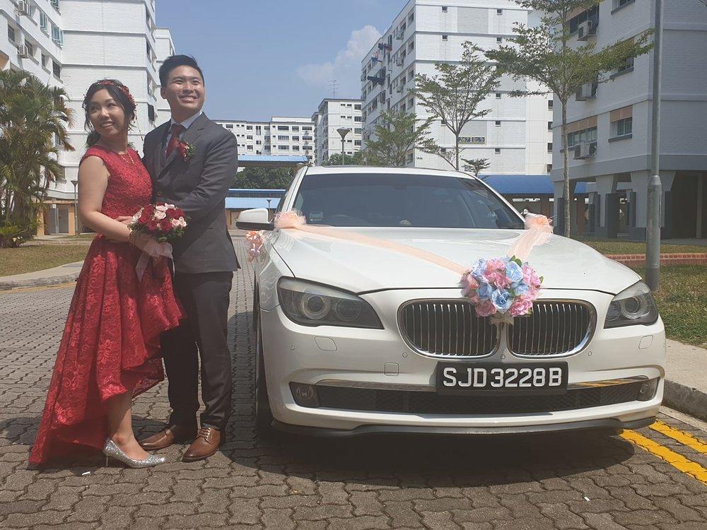 BMW 7 series wedding car couple