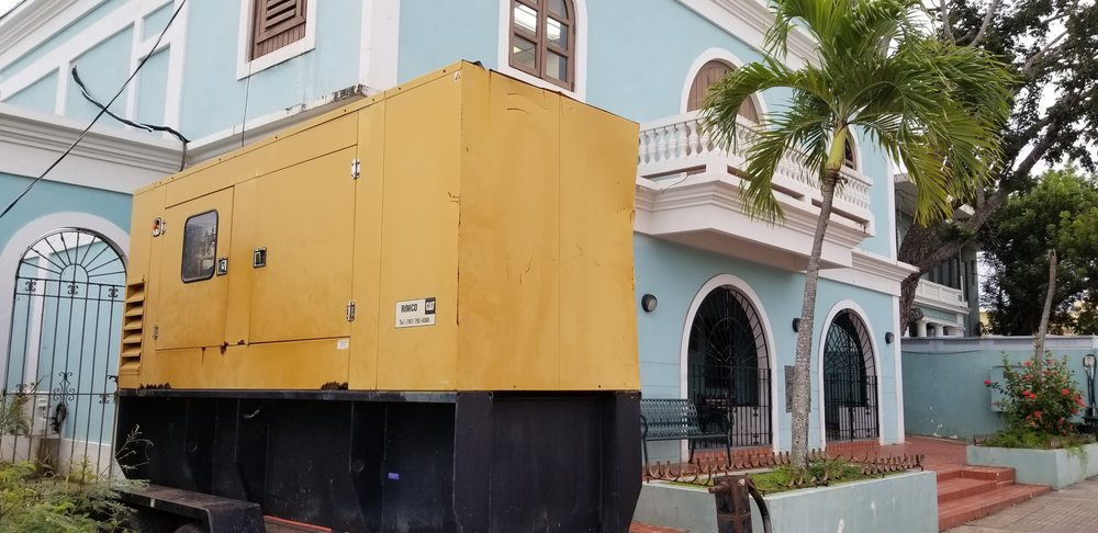 a large generator outside of a school in the plaza of isabel II