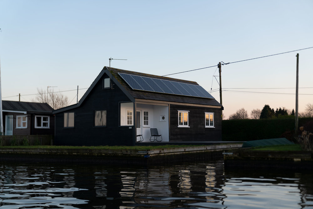 Nor–Folk-Stays-Water-Cabin-Exterior-boat-dyke.jpg