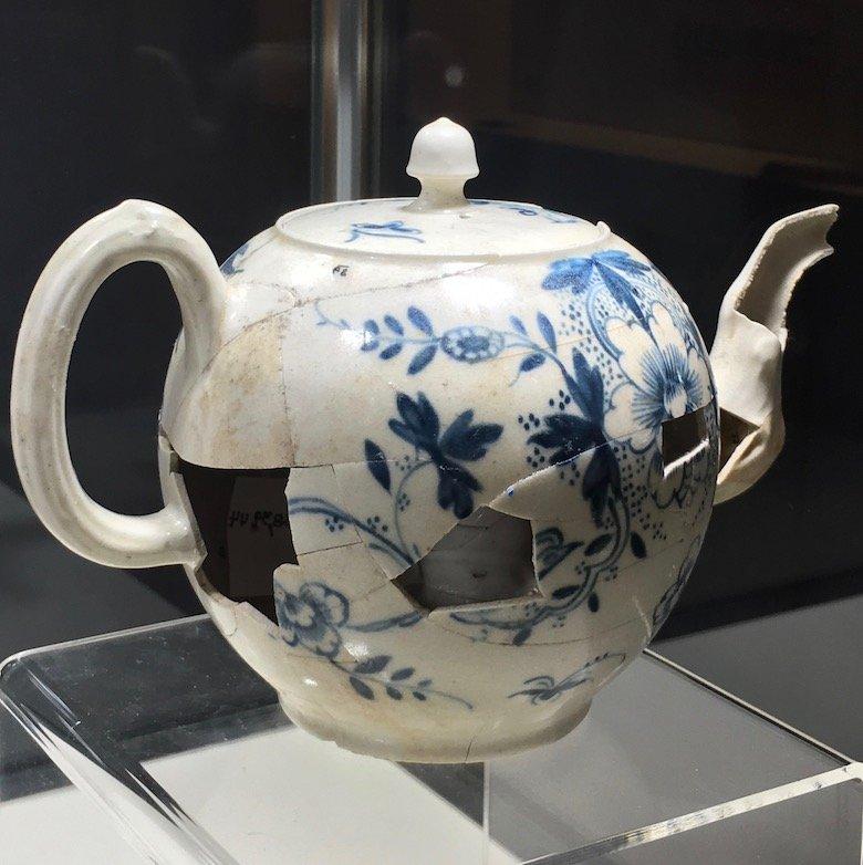 Americas-Oldest-Teapot.jpg