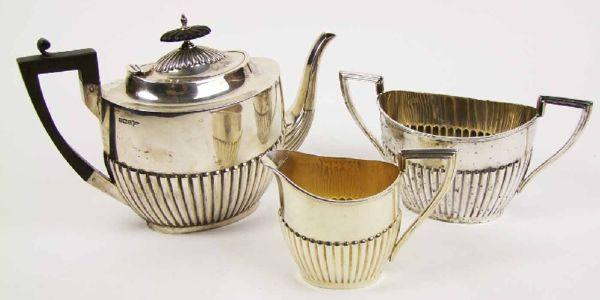 A three piece tea set, maker's mark of Walker & Hall, Sheffield 1910.