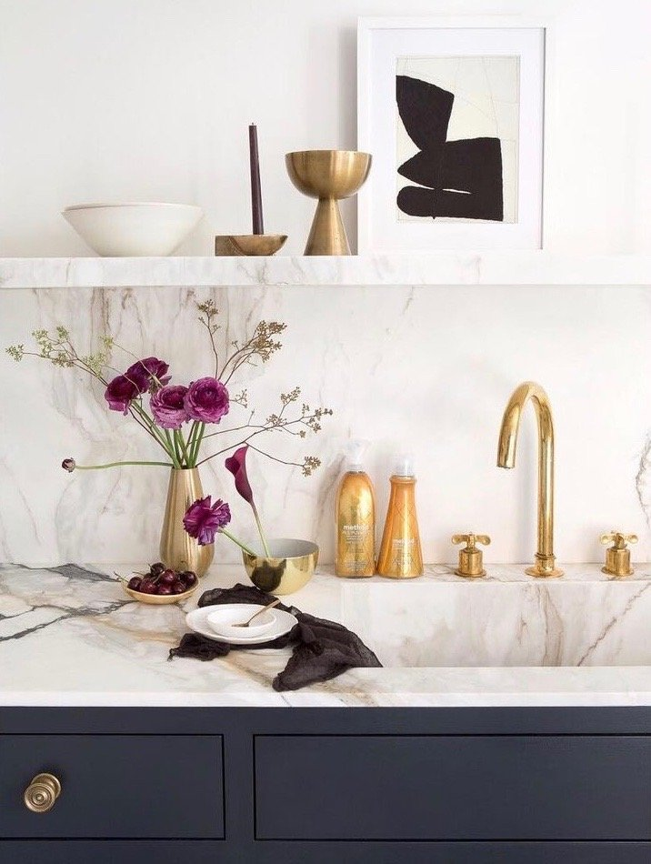 Marble slab kitchen backsplash by Elizabeth Roberts Architecture