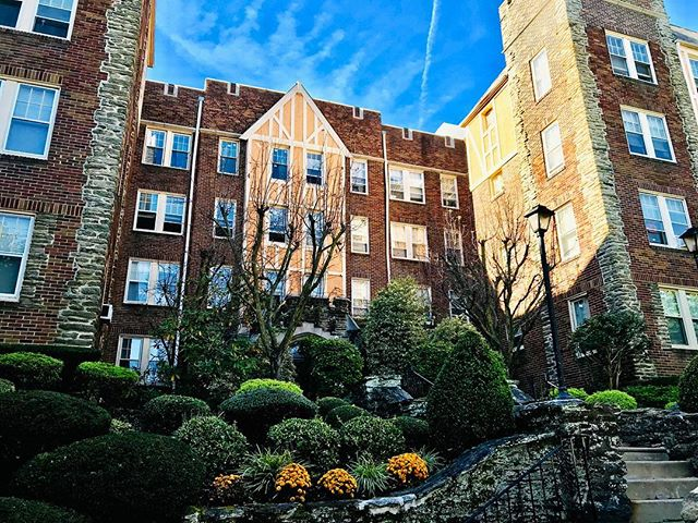 If older architecture is more your speed than take a look at our Kentwell Hall building! Spacious apartments with amazing charm!#rentalproperty #rent #rentals #apartment #philly #philadelphia #yourhome #215 #historic