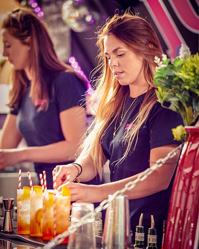 Cocktail creation concentration at its finest 😎✌🏼