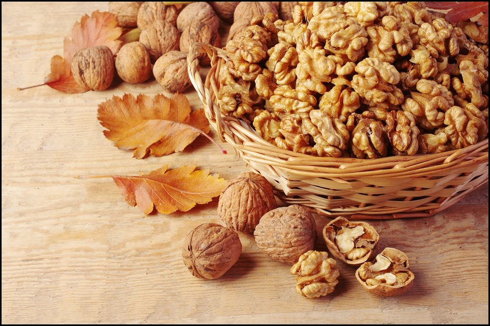 Walnut-kernels-in-basket-and-whole-walnuts-on-rustic-old-wood.jpg