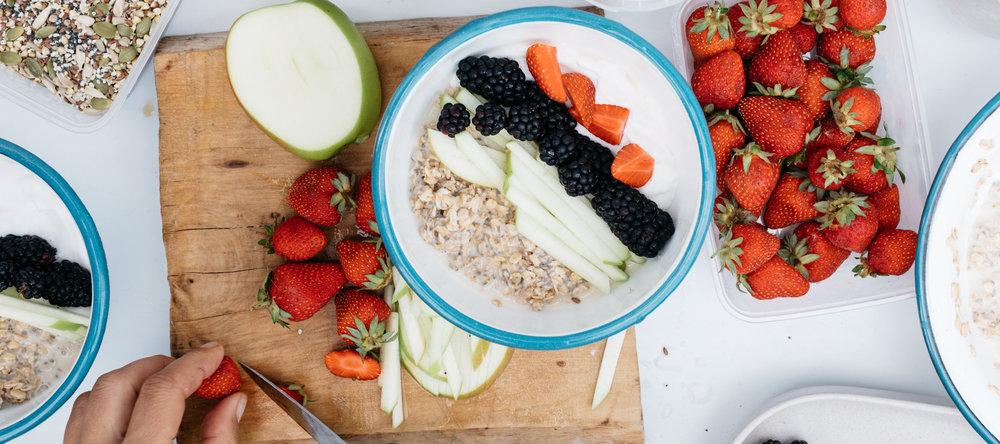 83ec581a238c1dc78d63d75ed957223f645c48e1_recipe-food-creamy-overnight-oats-roadside-berries-cutting-prep-bowl.jpg
