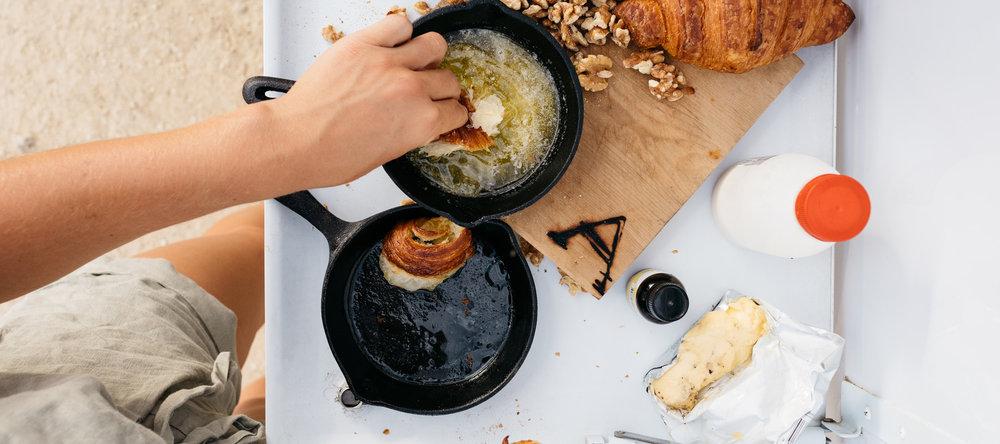 9ba194ef12f3b73987002b9a0a413e2afab09055_recipe-food-caramelized-maple-pudding-maple-walnuts-dipping-prep.jpg