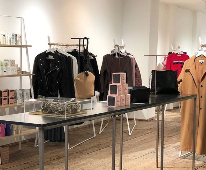 VERSE GOOD STORE - At our old address in De Gerard Doustraat the beautiful Verse Goodstore opened its second uniVERSE of sustainable and ethical fashion, clean beauty and local goods defined by your diversity.Gerard Doustraat 84, Amsterdam