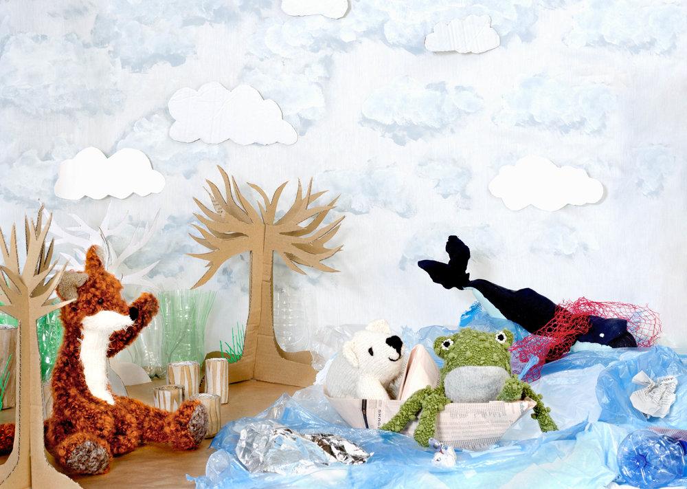 Poppen en beesten van oude truien en textiel spelen een hoofdrol in het verhaal van 'Wil de Walvis'