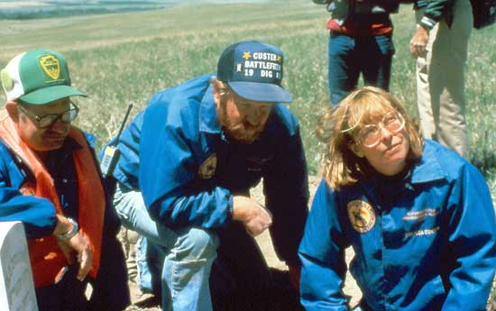 Dr. Scott (l) and others at the 1984 Excavation