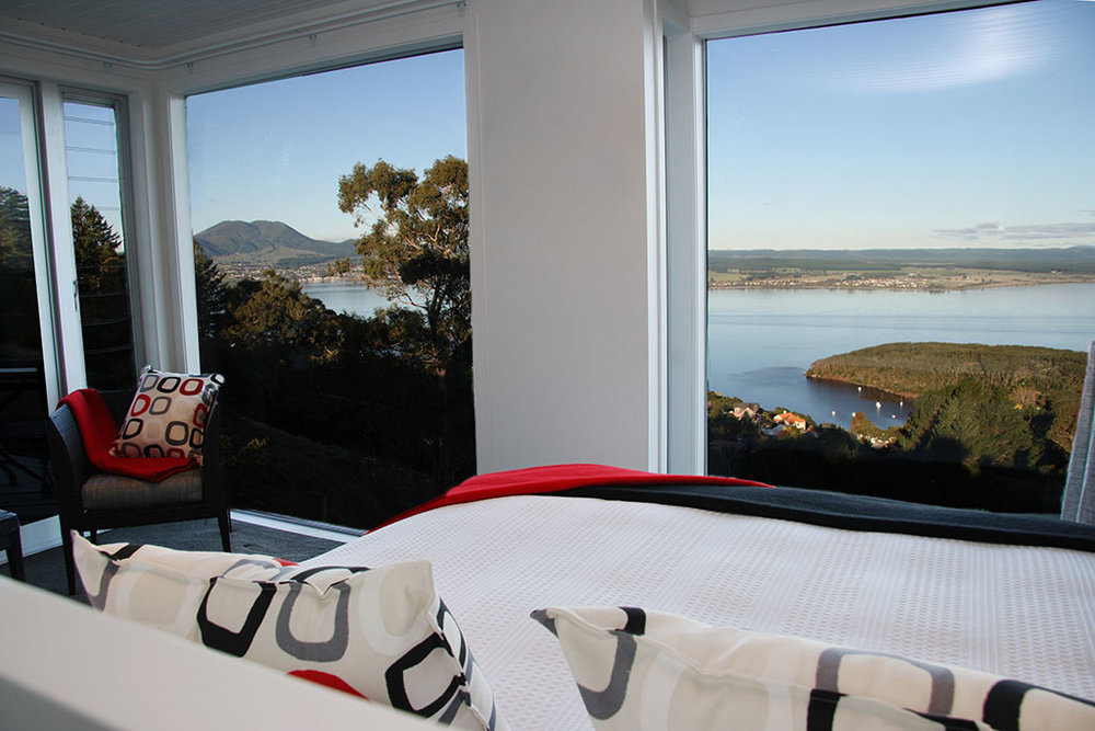 NewZealand-Acacia-Cliffs-Lodge-bedroom-with-a-view.jpg