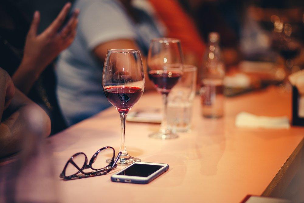 beverage-drinks-eyewear-696217.jpg