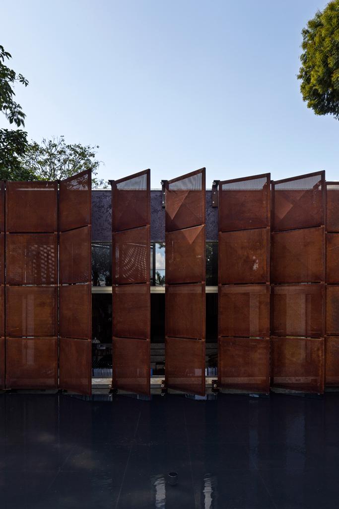 blm fachada 4