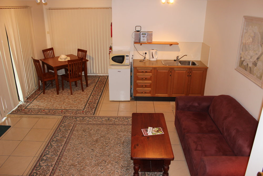 villa1kitchenette.JPG