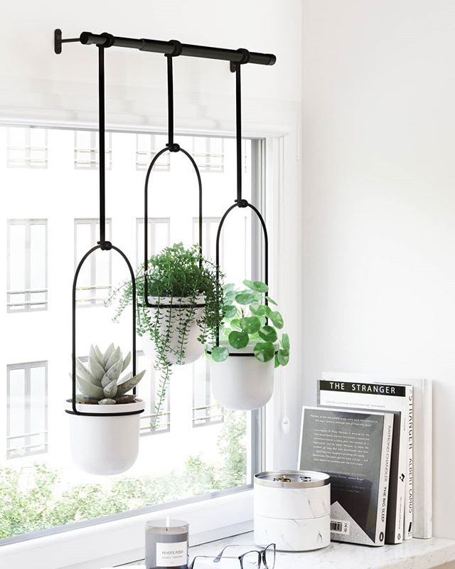 Have a green-thumb like us? Organize your plants and gain some space back with our new product, the Triflora Hanging Planter. This clever window décor piece can mount to your wall or on your ceiling and offersadjustable ropes that allow for you to play around with lengths. You can also slide the ropes across the rod in order to change the placement of the plant pots for a more customized look. 🌱💚 Designed by:@snellchris & @dcmailach  #Umbra #UmbraDesign #Organize #IndoorPlants