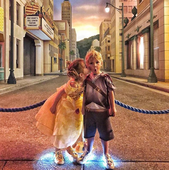 To the streets of #disneyland  Light those 👟 up and GO #walkhappy with @mypopshoes