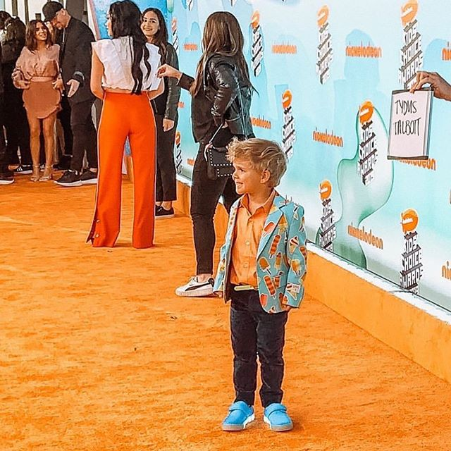 From the 🍊 carpet  @mypopshoes  #kidschoiceawards