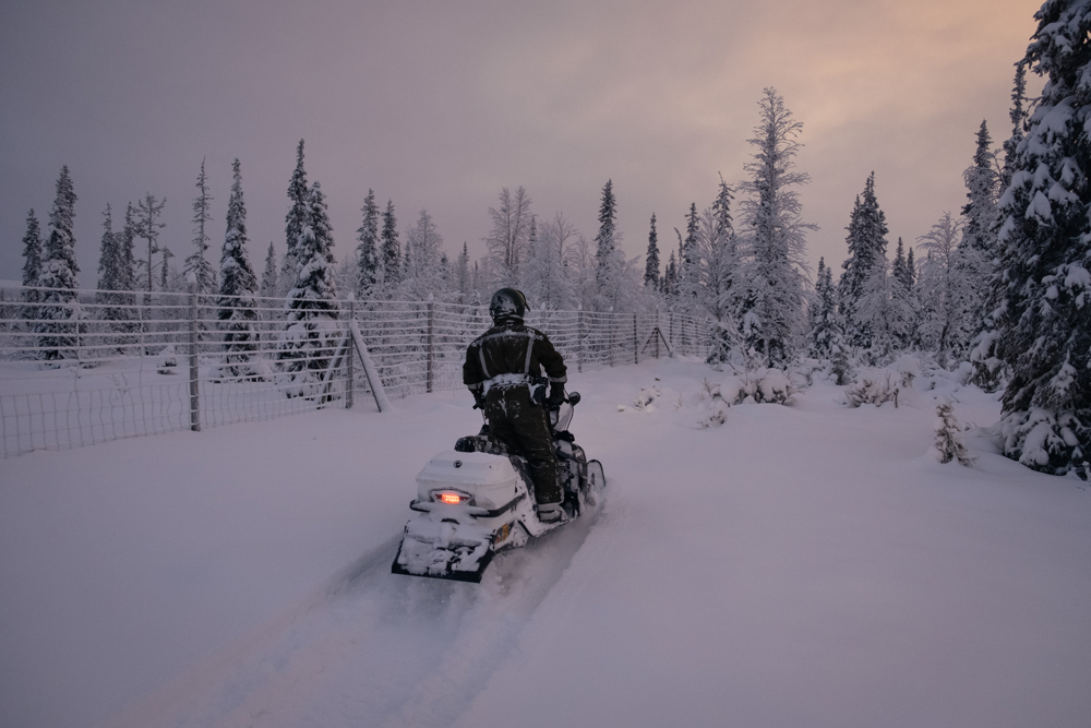 Lapland is a very vast and depopulated region. The border with Russia extends for 380km. Patrols can take days to reach the furthermost cottages.